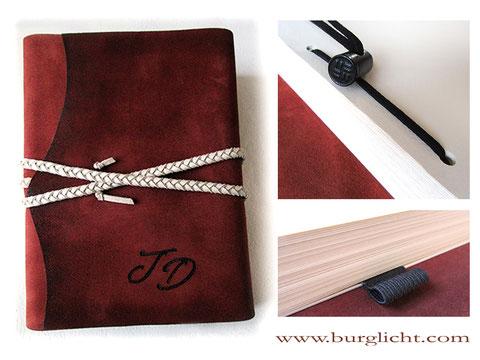 Erweiterbares Lederalbum Reisetagebuch, Softcover Leder rostrot, geflochtene Kordel hellbeige, Bindung und Stifthalter schwarz, Buchdicke bis ca. 15cm.