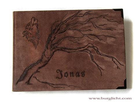 Lederbuch Hardcovereinband Spaltleder braun Lederbranding Baum Wolf Name Metallbuchecken Buchblock Fadenheftung