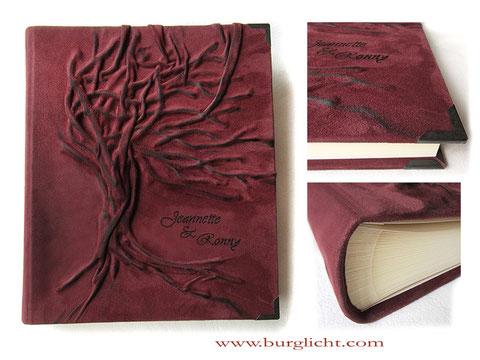 Lederalbum, Fotoalbum Hardcovereinband Leder rotbraun, Hochrelief Baum, Beschriftung Namen, Fotoalbum-Buchblock elfenbeinfarben, Metallbuchecken mattschwarz