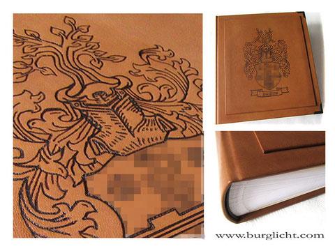 Lederalbum Hardcover, Leder cognacfarben, Branding Familienwappen Heraldik, 100 Seiten weiß mit Pergamin, Buchecken mattschwarz