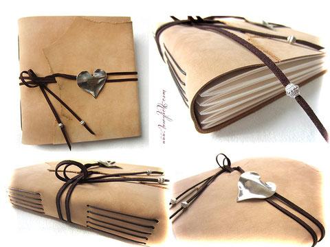 Lederalbum hellbeige mit dunkelbraunen Lederbändern und altplatinfarbenen Herzanhänger.