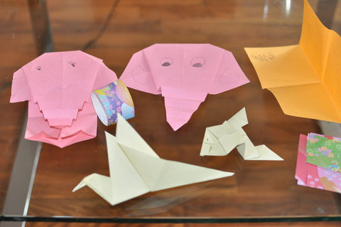 Easy to make also for origami beginner- http://www.besserbasteln.de/Origami/origami_tiere.html