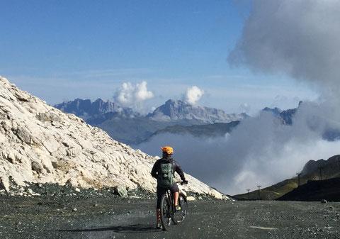 Bike-Weekend Davos, Graubünden, Zentralschweiz, Innerschwyz, Spass, Singletrail, happy trails, Flowtrail, Technik-Trail, Erlebnis, gemeinsam, Flow pur, Fahrtechnik, Bikeguide, Guiding, Bike-Kurs, Fahrtechnik, next level, Abendkurs, Mountainbike, MTB