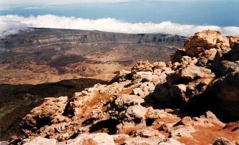 Vue du sommet, au bord du cratère (qui n'est semble-t-il plus accessible)