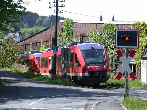 Zwei Triebwagen 640 als RB 93 in Hilchenbach unterwegs in Richtung Berleburg, 16.05.2005