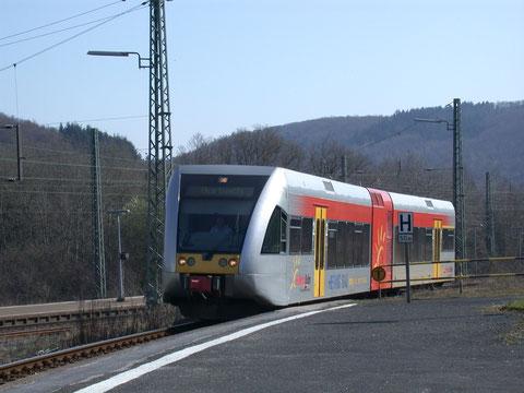 Hellertalbahn auf der Fahrt nach Betzdorf im Bahnhof Haiger, 31.03.2007