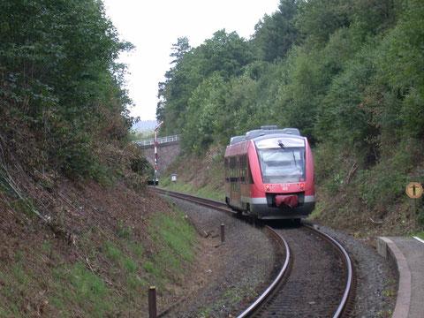640 019 der RB93 nach Berleburg verläßt den Haltepunkt Kredenbach, 25.08.2010