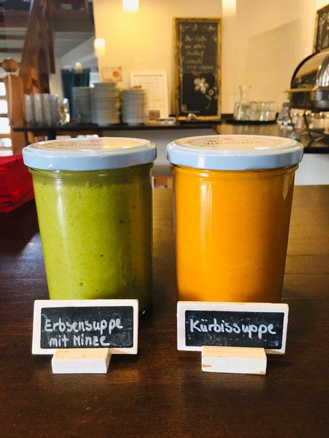 Verschiedene hausgemachte Suppen