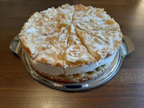 Stachelbeer-Baiser-Torte