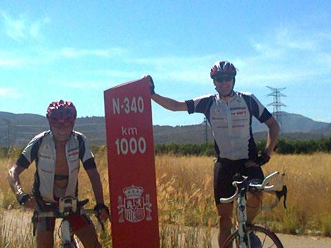 diese Straße fahren wir bis zum Ende: noch 1000 Km