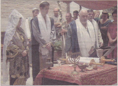 Un momento de la ceremonia presidida por el rabino Tomás Gómez Vázquez. (Foto: Cristina Solano)