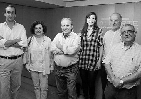 Representantes de Baluarte y de las compañías participantes en el ciclo de teatro amateur. (Foto: Javier Bergasa)