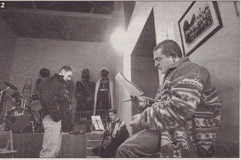 Los ensayos se realizan en el Hospital Viejo. En la imagen, Pedro Echávarri en primer término y, al fondo, los Gigantes de Estella. (Foto: Archivo Diario de Noticias)