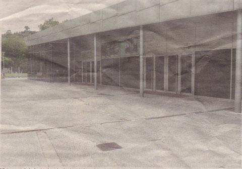 Vista ayer de la fachada principal de los cines Golem, que no abrirán sus puertas hasta el viernes. (Foto: Marta Vidán)