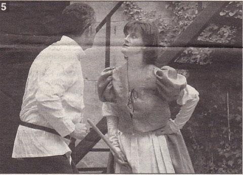 Instante de la representación titulada 'Jonjolí, un viaje con los cómicos de antaño', en 1996. (Foto: Archivo Diario de Noticias)
