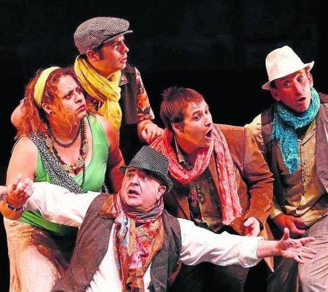 El grupo de teatro Kilkarrak, durante una de sus últimas representaciones. (Foto: P. Cascante)
