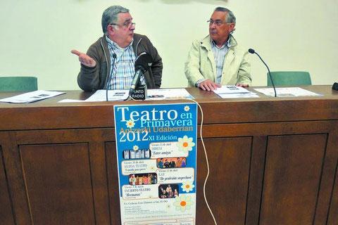 Pedro Echávarri Vega, durante la presentación del ciclo junto al edil Félix Alfaro. (Foto: M.P.A.)