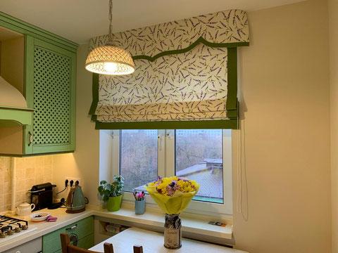 Оригинальное, нестандартное решение для современной столовой. Сочетание контрастных цветов выгодно подчеркивает мебель.