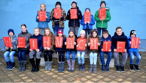Frohe Weihnachten wünschen Schüler, Lehrer und Leiter der NMS Gleinstätten