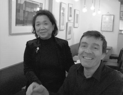 Cathy et son mari dans la salle de leur restaurant( photo M. Stauri)
