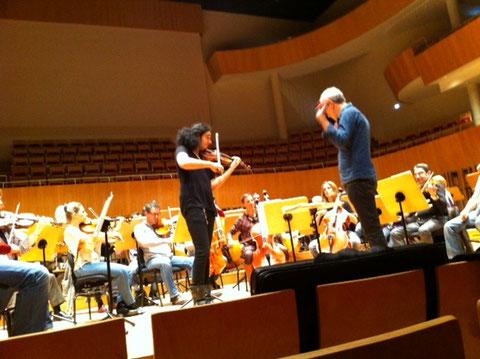 L'ONBA en répétition avec le violoniste Nemanja Radulovic (photo J. Lacoste)