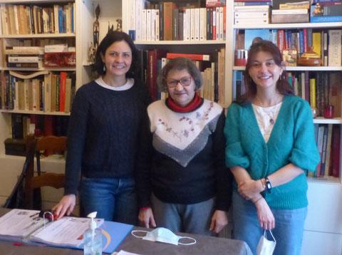Elisabeth Bedos, entourée de Rebeca et de Diane