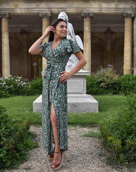 Un modèle de robe porte-feuille d'Aatise ( photo Aatise)