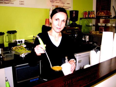 Amélie est prête pour satisfaire ses clients (R. Peuron)