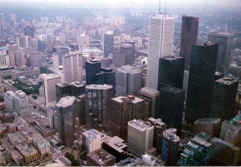 Comme ici à Toronto, les mégapoles sont menacées de pollution de l'atmosphère par des gaz hautement toxiques (R. Peuron)