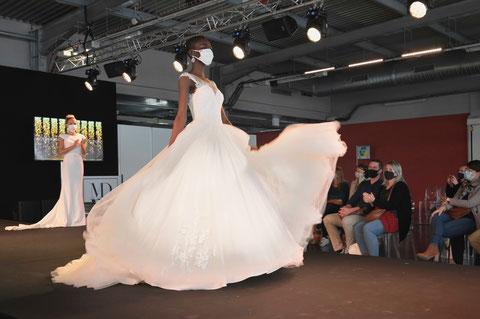 Défilé au salon du mariage, à Bordeaux (photo de D.Sherwin-White)