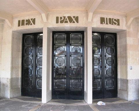 Porte d'entrée de la maison cantonale