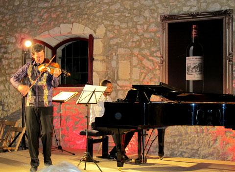 Max Zorin au violon et Vincent Balse au piano au château Carbonnieux ( F. Bergougnoux)