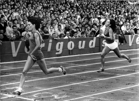 Colombes 1966, Monique Noirot bat Colette Besson, elle est championne de France et bat le record du 400m ( photo Keystone)