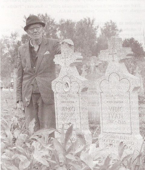 Pero na grobu svojih prijatelja Jerka i Ivana