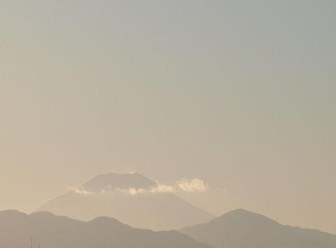 1月2日(2013) 富士と丹沢山系の稜線(三鷹市の国立天文台の近くで)