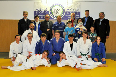 Gruppenfoto Ehrengäste und Judokas Mittwoch 14.4.2011
