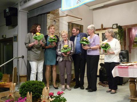 """Ein Dankeschön an die """"Mädels"""" von li. Sabine Grabner, Ute Schmidt, Gerda Stindl, Erne Hauptfleisch und Renate Kunz"""