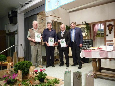Die neu ernannten Ehrenmitglieder von li. nach re.: Alfred Freudenmann, Gerhard Stindl, Herbert Mei. Auf dem Bild fehlt Alfons Frey