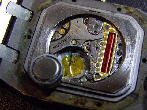 電池切れの時計を放置しておくと故障の原因になります。
