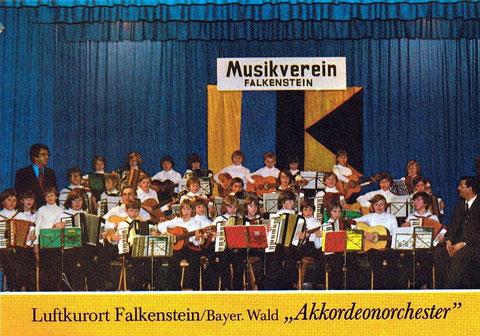 Weihnachten 1976. Das erste Konzert des Akkordeonorchester unter der Leitung von Herrn Riffert