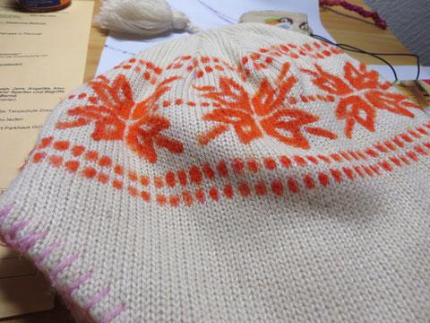 Und so sieht sie schonmal besser aus ;) Erst zur Hälfte fertig, und die rosa Nähte außen werden auch noch gemacht :)