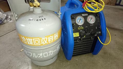 冷媒回収装置で地球にやさしく既設配管・隠ぺい配管工事いたします。