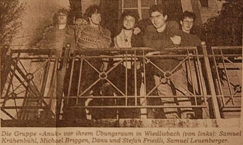 Anuk, 1991 (v.l. Samuel Krähenbühl: Bass+Perkussion / Michael Briggen: Gitarre+Gesang / Daniel Friedli: Schlagzeug+Gesang / Stefan Friedli: Gesang+Piano+Bass / Samuel Leuenberger: Saxophon)