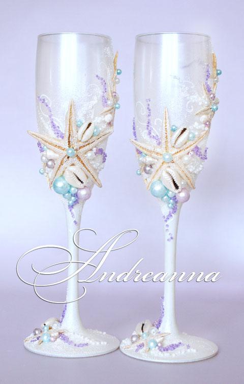 """Свадебные бокалы """"Сокровища морей"""", на перламутрово-белом фоне, с голубым и лиловым вкраплением, стоимость 800 грн"""
