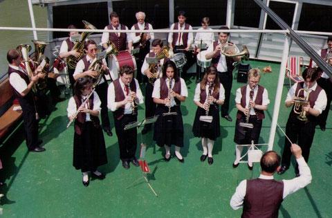 1992 Musikerausflug mit Konzert am Schiff von Grein nach Spitz am 17. Mai