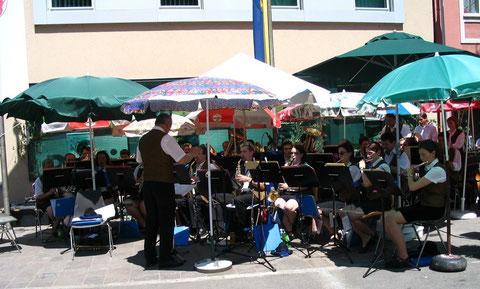 2005: 1. Tag der Blasmusik am Fronleichnamstag am Marktplatz am 26.Mai