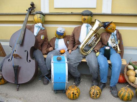 2003: Musikerausflug zum Kürbisfest Retz am 26. Oktober