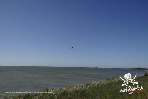 Kitesurfen lernen in der Kite Zone WaveBandits Holland, Stehrevier und perfekte Bedingungen zum Kiten lernen