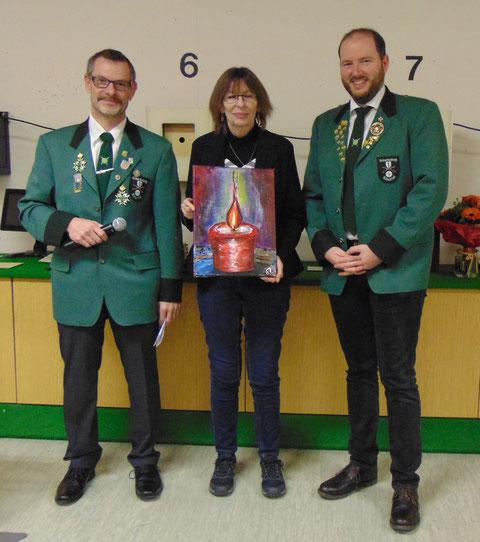 Damenscheibe. von links 2. Sportleiter Markus Zoller, Scheibengewinnerin Franziska Herbrig, SM Christian Lusch.