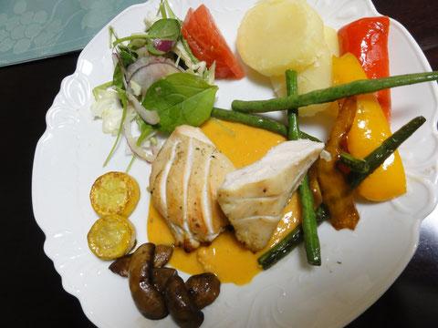 合宿の夕食「チキンの香草焼」